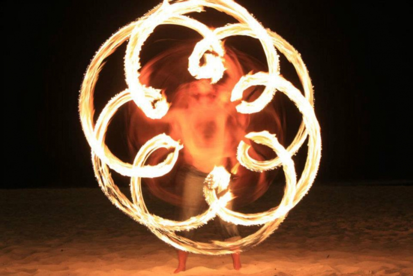 Duncan Greenwood practicing in-spin flower patterns with fire flower sticks - slow shutter photography. - Flow DNA